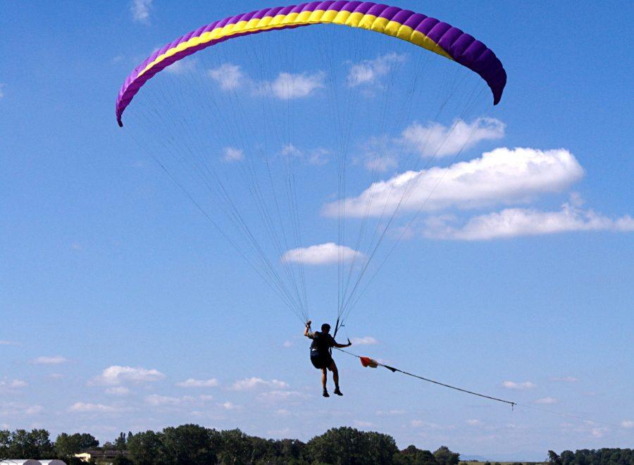 flying-paraglider